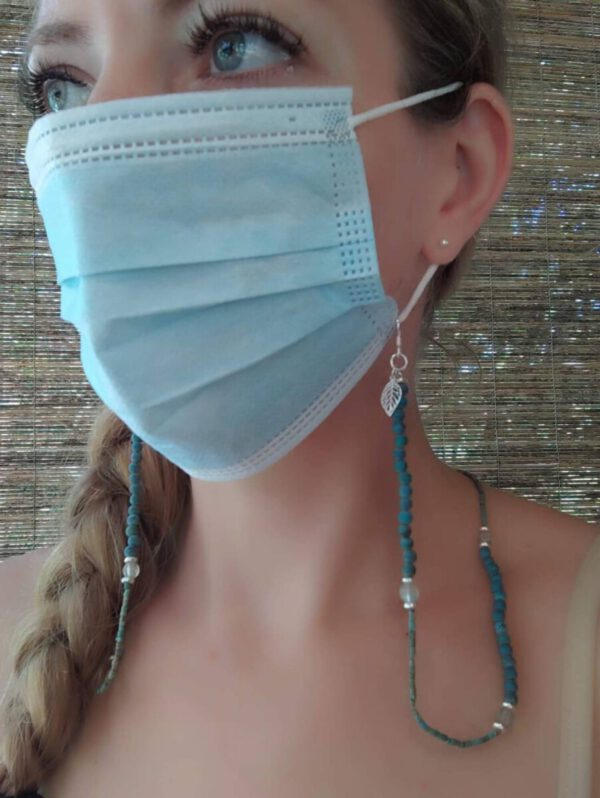 Mask-chain with crystal turquoise